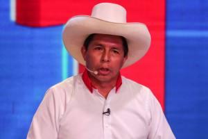 Perú: Pedro Castillo advierte posible decisión ilegal