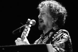Jorge Marziali, cantar opinando