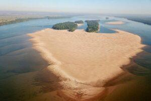 La bajante del Paraná, su sequía / por: Hugo Bayón Cervero